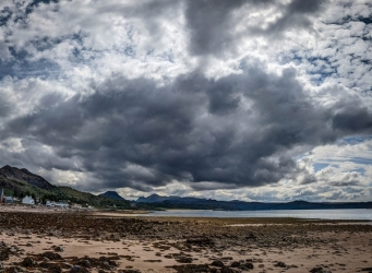 Clouds-Gathering-Over-Skye_et
