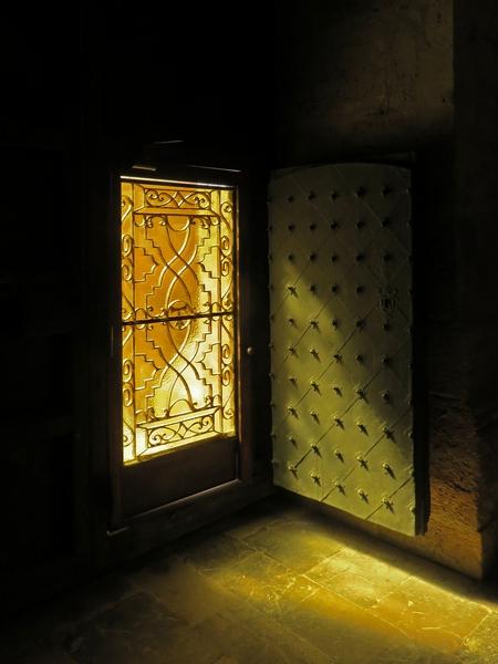 IS-cathedral-door-santiago_et